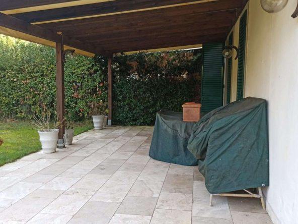 Parco condominiale mp1528 appartamento marina di pietrasanta 12522 Vendesi Marina di Pietrasanta Appartamento piano terra con giardino in residence